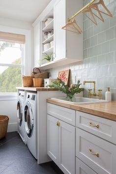 Mudroom Laundry Room, Laundry Room Remodel, Laundry Room Cabinets, Laundry Room Island, Laundry Room Design, Kitchen Design, Craftsman Interior, Modern Craftsman, Craftsman Houses
