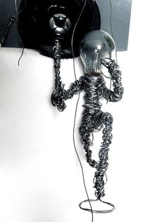 1100.12  (fil di ferro, lampadina, cassa audio)