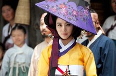 This is so beautiful. I would wear this hairstyle and hat to church. JIN (닥터진) Korean - Drama - Picture @ HanCinema :: The Korean Movie and Drama Database Korean Hanbok, Korean Dress, Korean Outfits, Korean Traditional Dress, Traditional Dresses, Lee So Yeon, Jin, Dong Yi, Oriental Dress