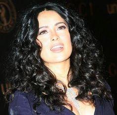 Salma Hayek beautiful curls and color Crazy Curly Hair, Big Hair, Salma Hayek Body, Telenovela Teresa, Salma Hayek Pictures, Selma Hayek, Celebrity Beauty, Celebrity Hairstyles, Great Hair
