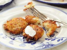 מתכון קל ללביבות תפוחי אדמה לקראת חנוכה המתקרב - לביבות תפוחי אדמה כמו של אמא, פציחות מבחוץ ורכות וטעימות מבפנים. אין כמו לחזור הביתה