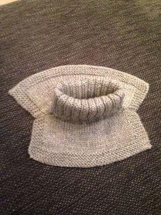 Storebror trengte en ny hals, så da gikk jeg straks i gang med oppgaven. Crochet Fish, Crochet Home, Knit Crochet, Knitting Charts, Baby Knitting Patterns, Free Knitting, Knitting For Kids, Knitting Projects, Knitted Slippers