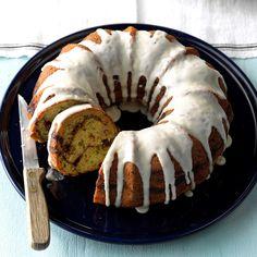 Streuseled Zucchini Bundt Cake Zucchini Desserts, Zuchinni Recipes, Rhubarb Desserts, Zucchini Cake, Brown Sugar Pound Cake, Cake Recipes, Dessert Recipes, Cookie Desserts, Dessert Ideas