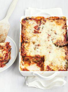 """Aubergines """"alla parmigiana"""" - pour les amateurs d'aubergines, la recette propose de la servir avec salade verte et pain, moi, j'ai servi de plus petites portions en accompagnement et j'ai servi des escalope de veau. Tout simplement délicieux!"""