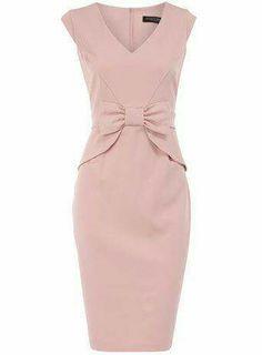 Vestido rosa. Pronuncia cintura
