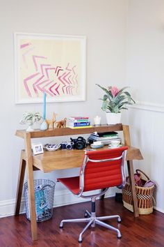 Alison's Eclectic Mix in a Cozy San Francisco Apartment Home Desk, Home Office Space, Office Workspace, Office Decor, Office Spaces, Home Living Room, Living Spaces, Condo Living, Home Interior