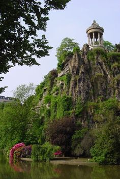 "Buttes Chaumont: a whimsical park found in the 19th arrondissement of Paris. Here you can nestle into a crevice on a steep hill or spread out with a big group for an evening movie ""en plein air."" And if you forget your picnic basket, you can find a bottle and some goodies at Rosa Bonheur, ""sur la place"" or ""emporter."" http://www.rosabonheur.fr/"