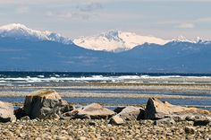 BC's Mainland Coast Mountains tower over the beach at Parksville, on Vancouver Island. Victoria British Columbia, Vancouver British Columbia, Vancouver City, Vancouver Island, Best Places To Travel, Places To Go, Canada Day Long Weekend, West Coast Living, Western Canada