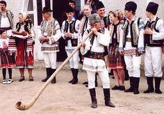 Romania music - Bucium, Moldavia http://www.eliznik.org.uk/RomaniaMusic/images/bucium-2.jpg
