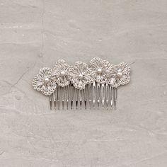 Tocado de novia o tocado de invitada tejido a mano con hilo de plata. Ideal para llevar en semirecogidos o moños.