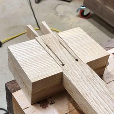 The internals of a wood mallet Woodworking Mallet, Woodworking Ideas Table, Woodworking Workshop, Woodworking Techniques, Easy Woodworking Projects, Woodworking Furniture, Woodworking Plans, Carpentry Hand Tools, Wood Tools