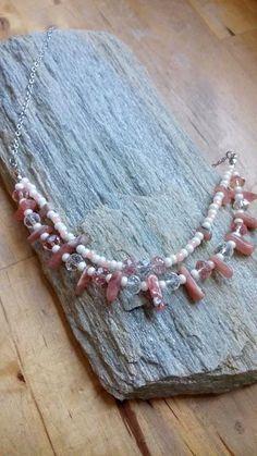 Korte ketting, lief roze! Roze opaal, facetkralen en rocailles.