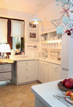 Green Canoe Kitchen Items, Kitchen Dining, Kitchen Cabinets, Dining Room, Canoe, Kitchen Interior, Dom, House Design, Interior Design