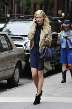 Kirsten Dunst, navy + khaki