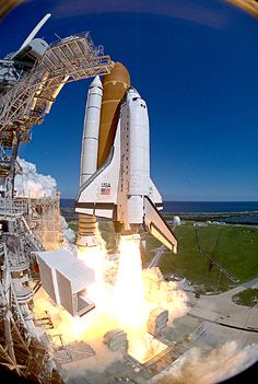 Nasa Atlantis lifts off, the space shuttle flight. Atlantis, Cosmos, Space Shuttles, Nasa Rocket Launch, Mars Mission, Nasa Space Program, Space And Astronomy, Hubble Space, Space Telescope