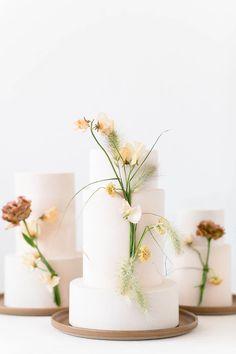 Modern Wedding Flowers, Wedding Cakes With Flowers, Beautiful Wedding Cakes, Luxury Cake, Luxury Wedding Cake, Contemporary Wedding Cakes, Martha Stewart Weddings, Wedding Cake Inspiration, Cake Art