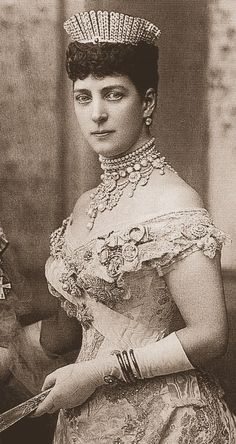 The Splendor of Queen Alexandra. Born to a poor Danish prince who later became King Christian IX, she married Queen Victoria's son Albert Edward, Prince of Wales. When he became King Edward VII in she became Queen Alexandra. Royal Crowns, Royal Tiaras, Tiaras And Crowns, Queen Mary, Queen Elizabeth, Anastacia Romanov, Danish Prince, Alexandra Of Denmark, Elisabeth Ii