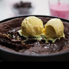 For when your regular cookie just won't do. This deep dish, double chocolate skillet cookie is our most indulgent dessert. Topped off with a spoon of vanilla ice cream, it's perfection. cravings food desserts Deep Dish Cookie With Ice Cream Baking Recipes, Cookie Recipes, Dessert Recipes, Dessert Food, Dessert Simple, Yummy Treats, Sweet Treats, Yummy Food, Deep Dish Cookie