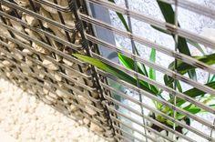 Rośliny wspaniale łączą się z elementami dekoracyjnymi z kamienia. Siatka gabionu stanowi dodatkowy wspornik dla wszelkiego rodzaju pnączy