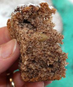 La torta di noci è una classica torta invernale, soffice e gustosa, ottima per accompagnare il tè, il caffè o una cioccolata calda, ma anche da gustare a c