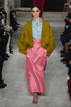 Valentino Haute Couture - Spring 2019 Business of Fashion Fashion Line, Fashion Week, Diy Fashion, Runway Fashion, Fashion Design, Fashion Edgy, Fashion Ideas, Valentino Couture, Valentino Dress