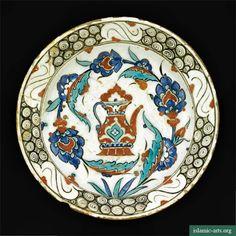 AN IZNIK POLYCHROME POTTERY DISH, TURKEY, CIRCA 1600