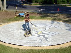 How to Make an Outdoor Garden Labyrinth : How-To : DIY Network