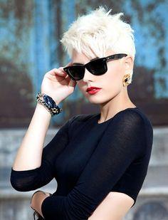 Kurzer Pixie-Haarschnitt 2018 - Frisuren und Haarfarbe Ideen