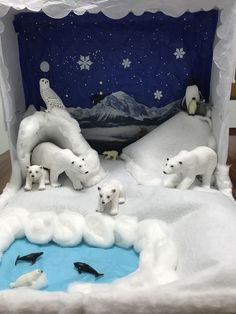 Polar bear diorama- Kindergarten – gelincik f – Join the world of pin Animal Projects, Projects For Kids, Diy For Kids, Crafts For Kids, Arctic Habitat, Bear Habitat, Ecosystems Projects, School Science Projects, Bear Crafts