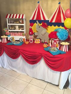 I like the tablecloth and the circus/elephant, we were trying to figure out how to do tablecloths I think. Circus them B-Day party Clown Party, Circus Carnival Party, Circus Theme Party, Carnival Birthday Parties, Circus Birthday, First Birthday Parties, Birthday Party Themes, Circus Party Decorations, Dumbo Birthday Party