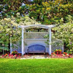 Traditional Privacy Screen Landscape Design Ideas, Pictures, Remodel and Decor Garden Structures, Outdoor Structures, Backyard Renovations, Privacy Landscaping, Charleston Homes, Lattice Fence, Outside Living, Traditional Landscape, Dog Runs