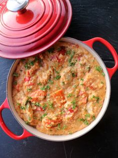 Alt-i-ett krema kyllinggryte med quinoa - LINDASTUHAUG Scampi, Quinoa, Chili, Curry, Food And Drink, Ethnic Recipes, Red Peppers, Curries, Chile