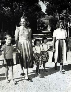 Ingrid Bergman, children, Robertino, Pia Lindstrom, twins, Isabella, Ingrid, Joseph Henry Steele, photographer, 1959,