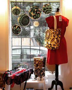 Tienda abierta de 11 a 14 hrs y de 16 a 20 hrs. Tenemos vestidos decoración accesorios y tanta cosa linda! Los esperamos! #tiendadediseño #hechoamano