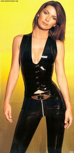 Yes, Shania Twain help made latex couture MidWest mainstream and still country-pop-rocks her tight PVC troosers live to the masses. Divas, Gothic Fashion, Look Fashion, Fashion Tips, Shania Twain Pictures, Gorgeous Women, Beautiful, Latex Girls, Sexy Latex