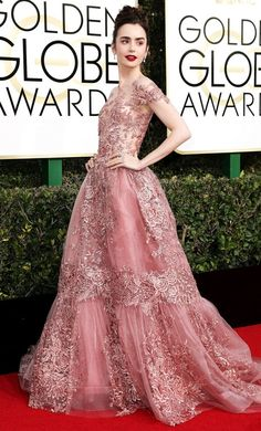 Collins on Her Golden Globes Gown: 'Everyone's Stepping on My Train!' Lily Collins on Her Golden Globes Gown: 'Everyone's Stepping on My Train!'Lily Collins on Her Golden Globes Gown: 'Everyone's Stepping on My Train! Lily Collins Vestidos, Lily Collins Golden Globes 2017, Golden Globes 2017 Dresses, Golden Globe Dress, Golden Globe Award, Looks Party, Red Carpet Gowns, Best Red Carpet Dresses, Best Oscar Dresses
