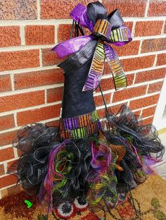 Lot 2 Wired Metal Wreath Form Tinsel Witch Santa Scarcrow Boo Hat Wall Hanging