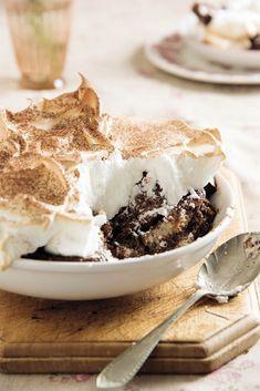 Sjokoladebroodpoeding met meringue. Meringue, Kos, Tiramisu, Ethnic Recipes, Desserts, Merengue, Tailgate Desserts, Deserts, Postres