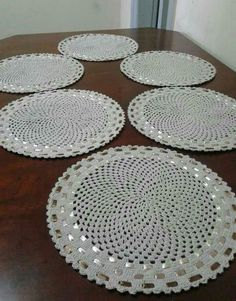 Awesome Benefiting From Beginners Crochet Ideas Baby Afghan Crochet Patterns, Doily Patterns, Crochet Circles, Crochet Round, Crochet Summer, Crochet Placemats, Crochet Doilies, Crochet Vintage, Table Runner And Placemats