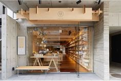 tea shop, Fukuoka Japan store design Ichi-go ichi-e (一期一会) is one of those Japanese phrases that is near-impossible to translate. Derived from a mix of roots like tea master Sen no Rikyo, Buddhism and also Tokugawa Shogunate politics, the term can Cafe Interior, Shop Interior Design, Retail Design, Store Design, Japanese Coffee Shop, Japanese Shop, Coffee Shop Japan, Japanese Culture, Dressing Design