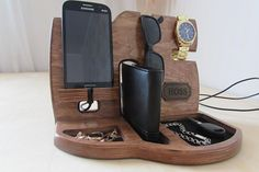 Wood Organizer Docking Station mens Anniversary gift Nightstand organizer Glasses holder Charging do Handmade Gifts For Men, Great Gifts For Men, Handmade Wooden, Gifts For Brother, Gifts For Husband, Fathers Day Gifts, Apple Watch, Smartphone, Docking Station