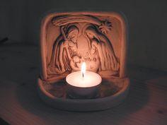 Betlém Hlína, zdobená sklem a oxidy kovů. 12x9 cm Christmas Love, Scandinavian Christmas, Birthday Candles, Tea Lights, Ceramics, Ceramica, Pottery, Tea Light Candles, Ceramic Art