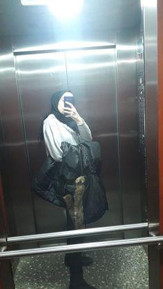 Ootd Hijab, Hijab Chic, Hijabi Girl, Girl Hijab, Modele Hijab, Stylish Hijab, Minimal Outfit, Fake Girls, Insta Photo Ideas