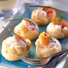 Découvrez la recette Gougères au saumon fumé sur cuisineactuelle.fr.