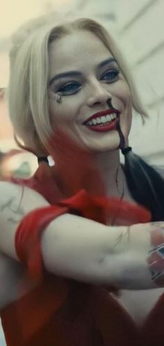 Margrot Robbie, Harely Quinn And Joker, Hearly Quinn, Leo And Kate, Margot Robbie Harley Quinn, New Harley, Dc Memes, Joker And Harley Quinn, Dc Cosplay