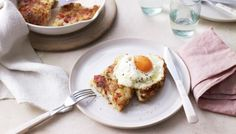 Crisp bacon rosti with fried eggs recipe - BBC Food Yummy Snacks, Healthy Snacks, Healthy Recipes, Savoury Recipes, Slimming World, Health Breakfast, Breakfast Recipes, Fried Egg Recipes, Bacon Recipes