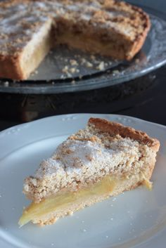Crunchy apple and almond cake Apple And Almond Cake, Almond Cakes, Fun Desserts, Delicious Desserts, Yummy Food, Sweet Recipes, Cake Recipes, Almond Flour Recipes, Decadent Cakes
