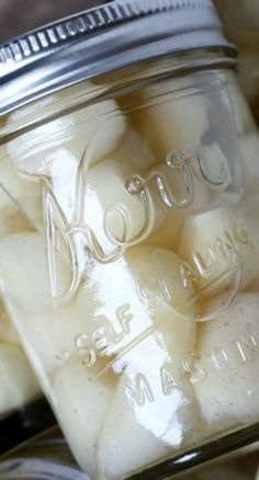 How to Preserve Garlic ~ This garlic tastes FRESH. If you've ever bought a jar of minced garlic or peeled cloves in oil or vinegar, this doesn't resemble any of those things. Canning Tips, Canning Recipes, How To Store Garlic, How To Preserve Garlic, Can You Freeze Garlic, Garlic Oil, Garlic Butter, Preserving Garlic, Canning Vegetables