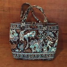 Very Bradley mini tote Java blue Vera Bradley mink tote. Tortoise shell toggle close, 1 outside slip pocket, 2 internal slip pockets! Perfect for your little girl! MINT CONDITION. Smoke free home, no trades! Vera Bradley Bags Mini Bags