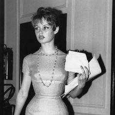 Recordamos el estilo de la actriz y cantante Brigitte Bardot en su 80 cumpleaños. Fotos de sus looks a lo largo de su carrera. Brigitte Bardot icono de estil...